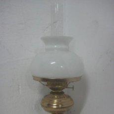 Antigüedades: PRECIOSO QUINQUE DE 3 PIEZAS CON CRISTAL SOPLADO, BRONCE Y OPALINA, DATA DE 1910, 51 CMS DE ALTO. Lote 67280725