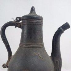 Antigüedades: ANTIGUA CAFETERA OTOMANA DE HIERRO DE CASI 4 KGS. DE PESO. Lote 67312769
