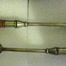 Antigüedades: CUCHARA Y TENEDOR PARA SERVIR DE ALPACA Y CERÁMICA. INGLATERRA .. Lote 67336873