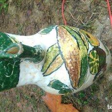 Antigüedades: EXCEPCIONAL JARRA DE VINO DECORADA A MANO Y FIRMADA EN LA BASE. Lote 67351329