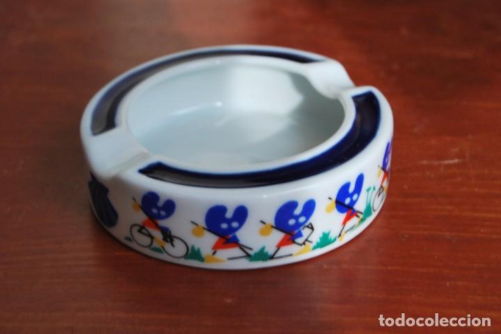 CENICERO DE PORCELANA DE SARGADELOS - FISTERRA - PELEGRÍN - XACOBEO 93 (Antigüedades - Porcelanas y Cerámicas - Sargadelos)