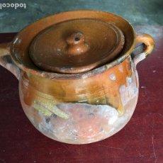 Antigüedades: OLLA DE CERÁMICA VIDRIADA EN SU INTERIOR, BORDES, ASAS Y TAPA, 17,50 CMS. DE ALTA. Lote 67440549