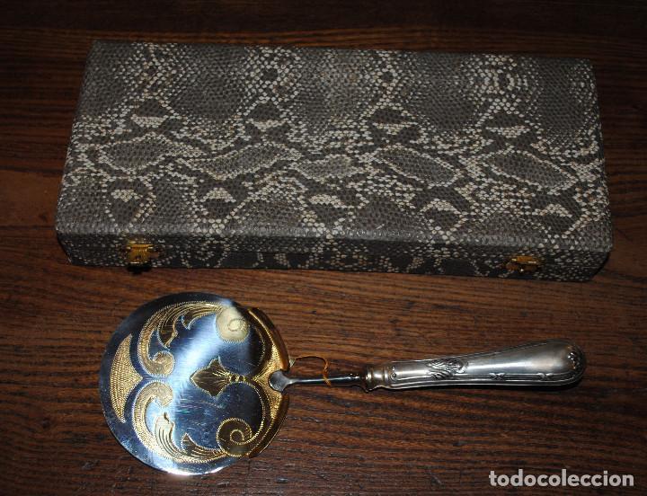 Antigüedades: Estuche con paleta de servir. Alpaca, acero inox y dorado. Primera mitad del siglo XX. Nuevo - Foto 2 - 67448829