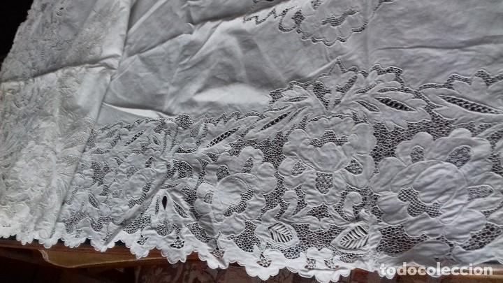 Antigüedades: MUY ANTIGUA SABANA DE HILO FINO CON FUNDA, BORDADAS A MANO. UNA OBRA DE ARTE, - Foto 7 - 67542901