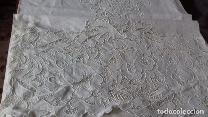 Antigüedades: MUY ANTIGUA SABANA DE HILO FINO CON FUNDA, BORDADAS A MANO. UNA OBRA DE ARTE, - Foto 14 - 67542901