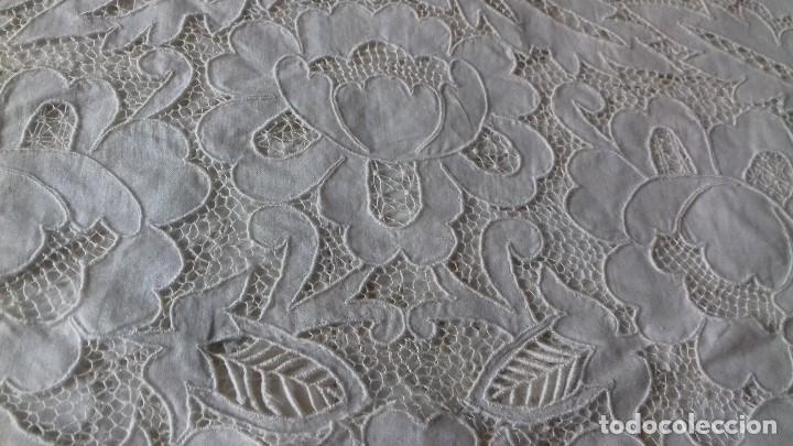 Antigüedades: MUY ANTIGUA SABANA DE HILO FINO CON FUNDA, BORDADAS A MANO. UNA OBRA DE ARTE, - Foto 17 - 67542901