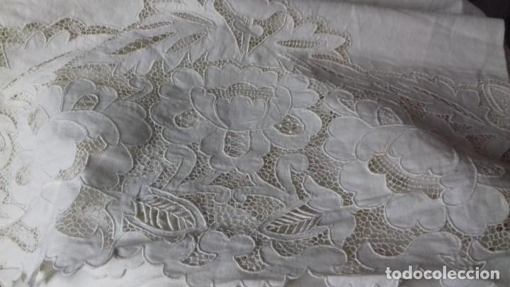 Antigüedades: MUY ANTIGUA SABANA DE HILO FINO CON FUNDA, BORDADAS A MANO. UNA OBRA DE ARTE, - Foto 20 - 67542901