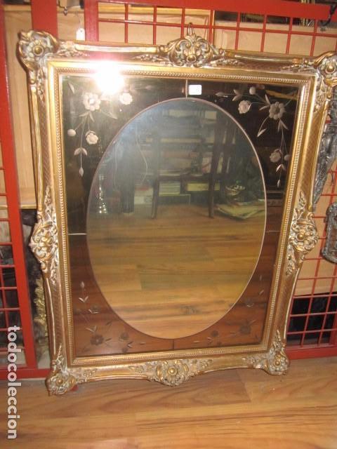 Precioso espejo de pared con marco de madera vendido for Espejos de pared con marco de madera