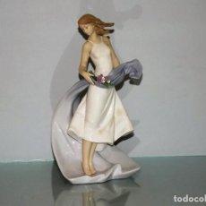 Antigüedades: FIGURA PORCELANA LLADRO ESBELTA JUVENTUD SERIE LIMITADA 08427 AÑO 2009. Lote 67716513