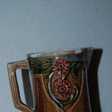 Antigüedades: JARRA MODERNISTA - CERÁMICA - ART NOUVEAU - DECORACIÓN FLORAL. Lote 67769657