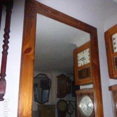 Antigüedades: ESPEJO DE MADERA TALLADA CON DECORACION FLORAL . Lote 67806513