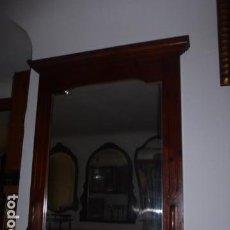 Antigüedades: ESPEJO DE MADERA CON REPISA EN LA PARTE INFERIOR . Lote 67806693