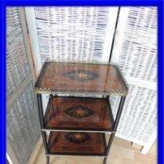 Antigüedades: MESITA MARQUETERIA DE TRES BALDAS DE EPOCA NAPOLEON III. Lote 67846793