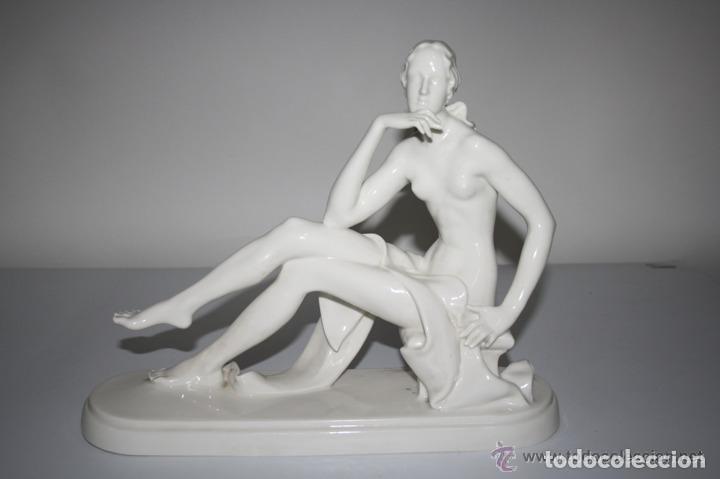 DAMA POSANDO. PORCELANA. ENA-PORZELLAN VOLKSTEDT. ALEMANIA. CIRCA 1930 (Antigüedades - Porcelana y Cerámica - Alemana - Meissen)