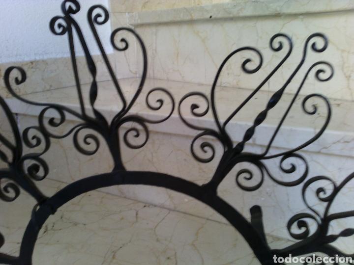 Antigüedades: Soporte de forja para plato. 51 cm diámetro. Diámetro interior 21.5 cm. - Foto 2 - 67935137