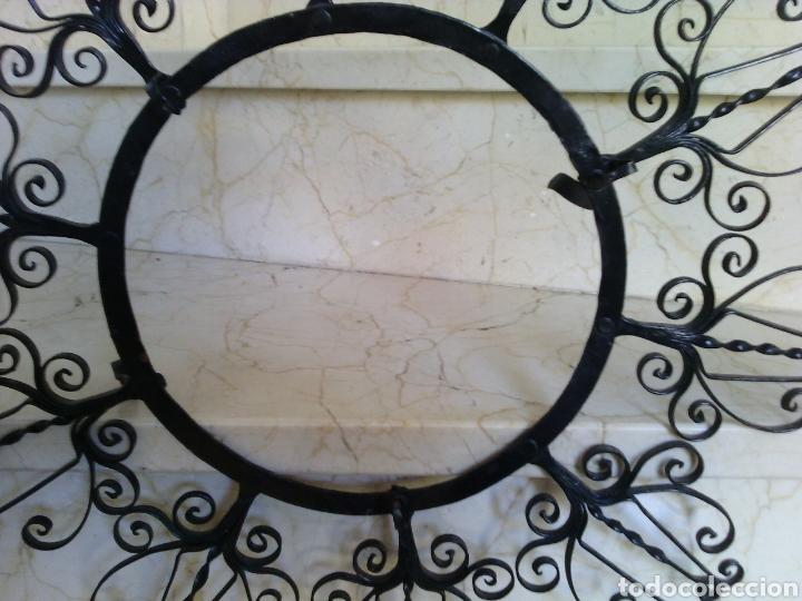 Antigüedades: Soporte de forja para plato. 51 cm diámetro. Diámetro interior 21.5 cm. - Foto 3 - 67935137