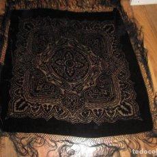 Antiquitäten - Precioso mantón antiguo de terciopelo y tul. 106 cms. Fleco: 39 cms. - 67936333