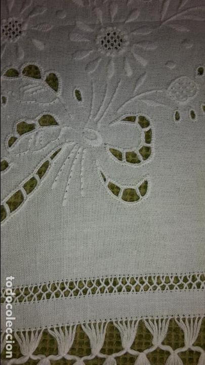 Antigüedades: Panel cortina, bordado a mano y ganchillo.ALGODON BLANCO 80 x 160 cm. Nuevo - Foto 11 - 250237330