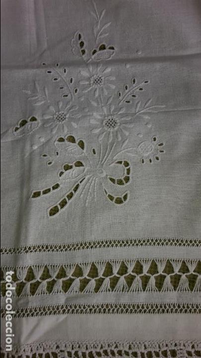 Antigüedades: Panel cortina, bordado a mano y ganchillo.ALGODON BLANCO 80 x 160 cm. Nuevo - Foto 12 - 250237330