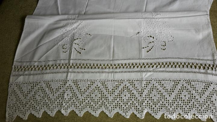 Antigüedades: Panel cortina, bordado a mano y ganchillo.ALGODON BLANCO 80 x 160 cm. Nuevo - Foto 3 - 250237330
