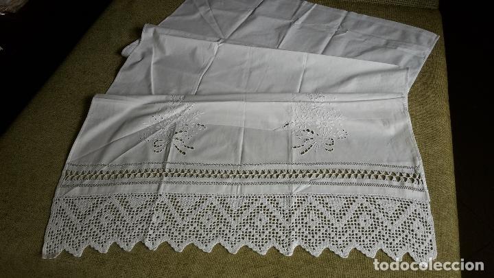 Antigüedades: Panel cortina, bordado a mano y ganchillo.ALGODON BLANCO 80 x 160 cm. Nuevo - Foto 2 - 250237330
