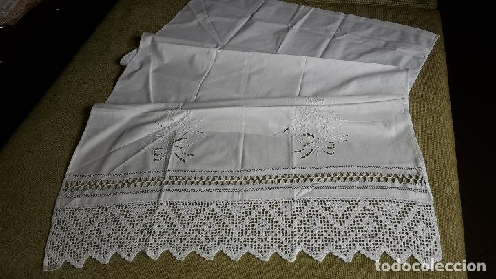 Antigüedades: Panel cortina, bordado a mano y ganchillo.ALGODON BLANCO 80 x 160 cm. Nuevo - Foto 7 - 250237330