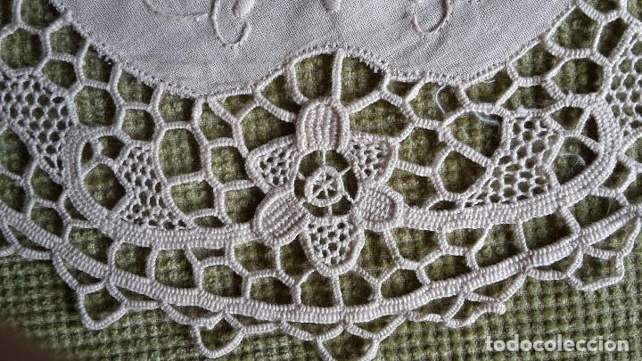Antigüedades: Encaje de Venecia, tapete de lino beige. 22 cm.Bordado a mano. Nuevo - Foto 2 - 68038129