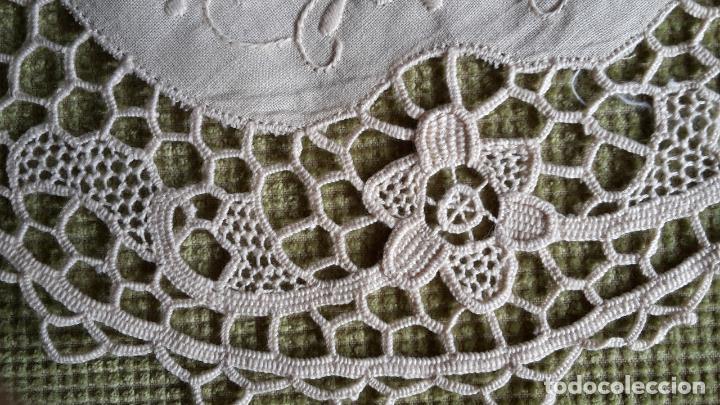 Antigüedades: Encaje de Venecia, tapete de lino beige. 22 cm.Bordado a mano. Nuevo - Foto 9 - 68038129