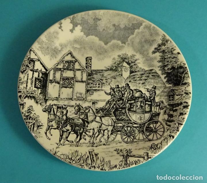 PLATO SERIGRAFIADO SAN CLAUDIO. MARCA EN REVERSO. DIÁMETRO 19 CM (Antigüedades - Porcelanas y Cerámicas - San Claudio)