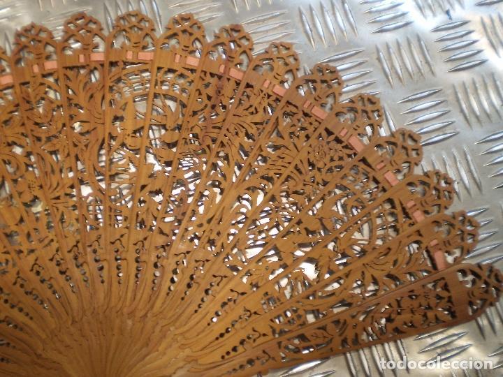 Antigüedades: ANTIGUO ABANICO DE MADERA DE SÁNDALO - Foto 3 - 68056121