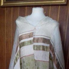Antigüedades: BONITO CHAL COLOR BEIG CLARO, CON FLECOS.. Lote 68064449
