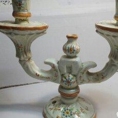 Antigüedades: ANTIGUO CANDELABRO DE CERAMICA DE ALCORA SELLADO. Lote 68177386