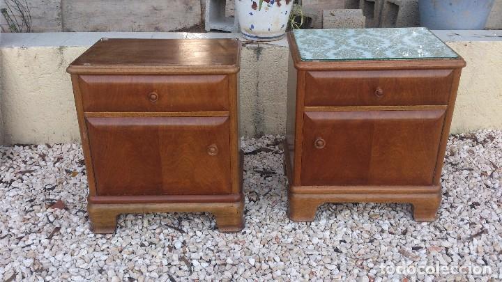Bonita pareja de mesitas de noche de madera nob vendido for Precio puerta madera maciza