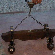 Antigüedades: BONITA LAMPARA PARA SALON RUSTICO MADERA MACIZA Y FORJA,4 LUCES.. Lote 68325377