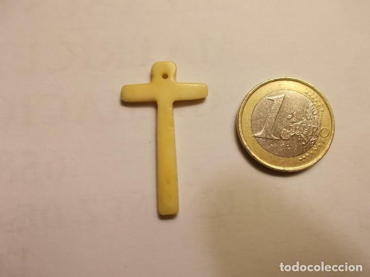 ANTIGUA CRUZ. EN HUESO. ARTESANÍA (Antigüedades - Religiosas - Cruces Antiguas)