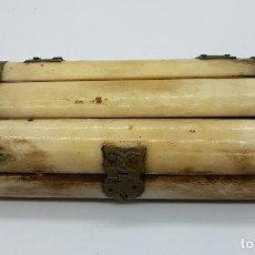 Antigüedades: COFRE ANTIGUO EN HUESO DE YAK Y REMACHES EN LATÓN REPUJADO, HECHO EN LA INDIA .. Lote 68388497