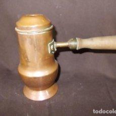 Antigüedades: ANTIGUA CHOCOLATERA DE COBRE CON EL MANGO DE MADERA. Lote 68455661