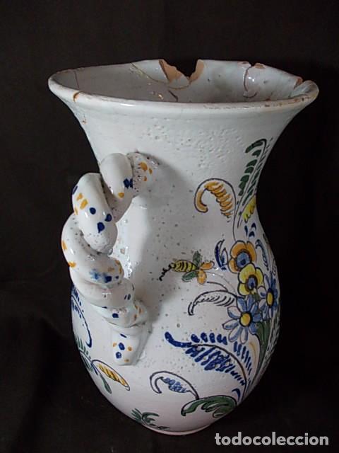 Antigüedades: ANTIGUA JARRA EN CERÁMICA DE TALAVERA CON EL ESCUDO DE CASTILLA Y LEÓN Y EL ASA TRENZADA - Foto 3 - 68457533