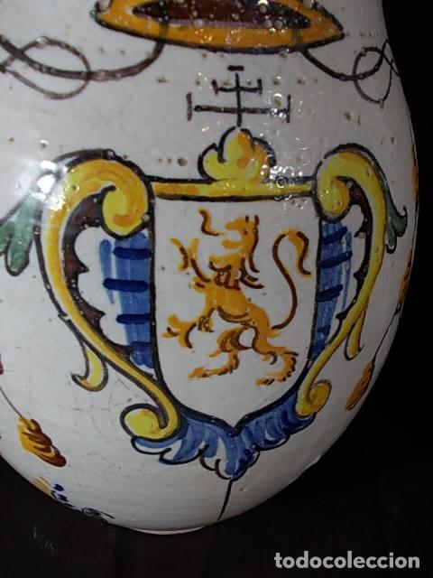 Antigüedades: ANTIGUA JARRA EN CERÁMICA DE TALAVERA CON EL ESCUDO DE CASTILLA Y LEÓN Y EL ASA TRENZADA - Foto 9 - 68457533