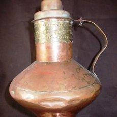 Antigüedades: ANTIGUO JARRON DE COBRE Y DECORACIONES EN LATON CON TAPA. Lote 68459101