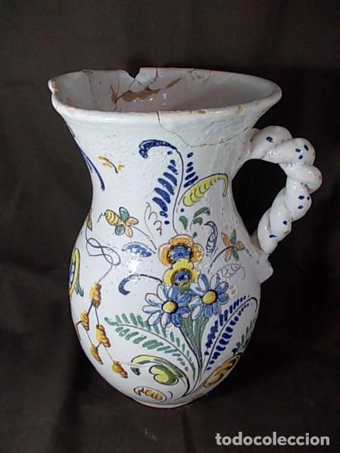 ANTIGUA JARRA EN CERÁMICA DE TALAVERA CON EL ESCUDO DE CASTILLA Y LEÓN Y EL ASA TRENZADA (Antigüedades - Porcelanas y Cerámicas - Talavera)