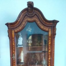 Antigüedades: VITRINA FERNANDINA S. XIX CON MARQUETERÍA DE LIMONCILLO. PATAS EN GARRAS DE OSO. 199X101X58 CMS. Lote 68493389