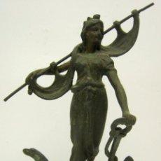 Antigüedades: ESCULTURA EN CALAMINA AÑO 1900 - FIGURA DE LA DIOSA FORTUNA - PROSPERIDAD. Lote 68500445