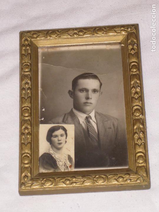 ANTIGUO MARCO DE MADERA CON FOTO (Antigüedades - Hogar y Decoración - Portafotos Antiguos)