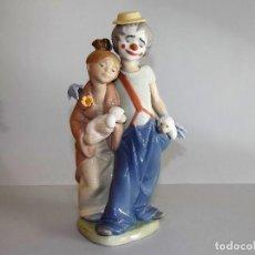 Antigüedades: FIGURA PORCELANA LLADRO NUEVOS AMIGOS SERIE LIMITADA 7686 AÑO 2000. Lote 68574973