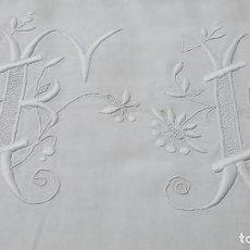 Antigüedades: ANTIGUA SÁBANA DE HILO BORDADA FABRICADA EN FRANCIA. 300 X 200 CM. Lote 68593481