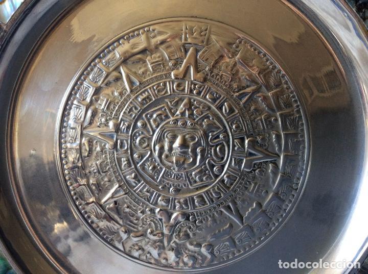 Antigüedades: BONITO PLATO MEJICANO CON CALENDARIO AZTECA E INCRUSTACIONES DE MADREPERLA - Foto 2 - 68593625