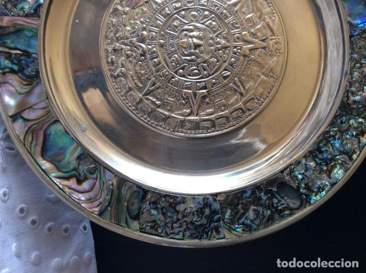 Antigüedades: BONITO PLATO MEJICANO CON CALENDARIO AZTECA E INCRUSTACIONES DE MADREPERLA - Foto 4 - 68593625
