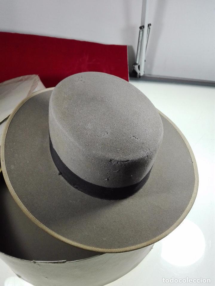 BONITO SOMBRERO FLAMENCO DE LA CASA MOISES SANCHA - ARENAL, 9 - MADRID - PRISMA ORO - TALLA 57 - (Antigüedades - Moda - Sombreros Antiguos)