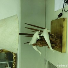 Antigüedades: BONITA LAMPARA CON MUCHO DISEÑO EN METAL DORADO . Lote 68749173